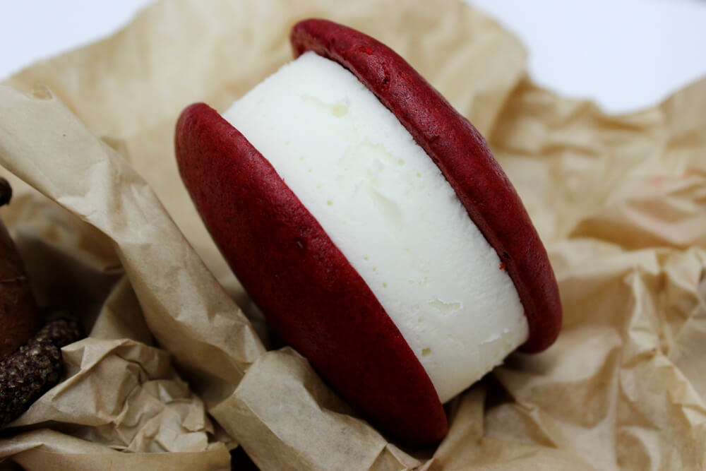 The Lovelet: red velvet Meltcakes with cream cheese ice cream