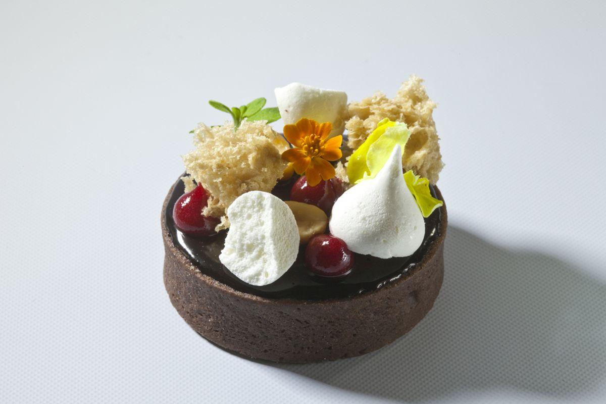 Chocolate Tart by Antonio Bachour. Photo by Battman.
