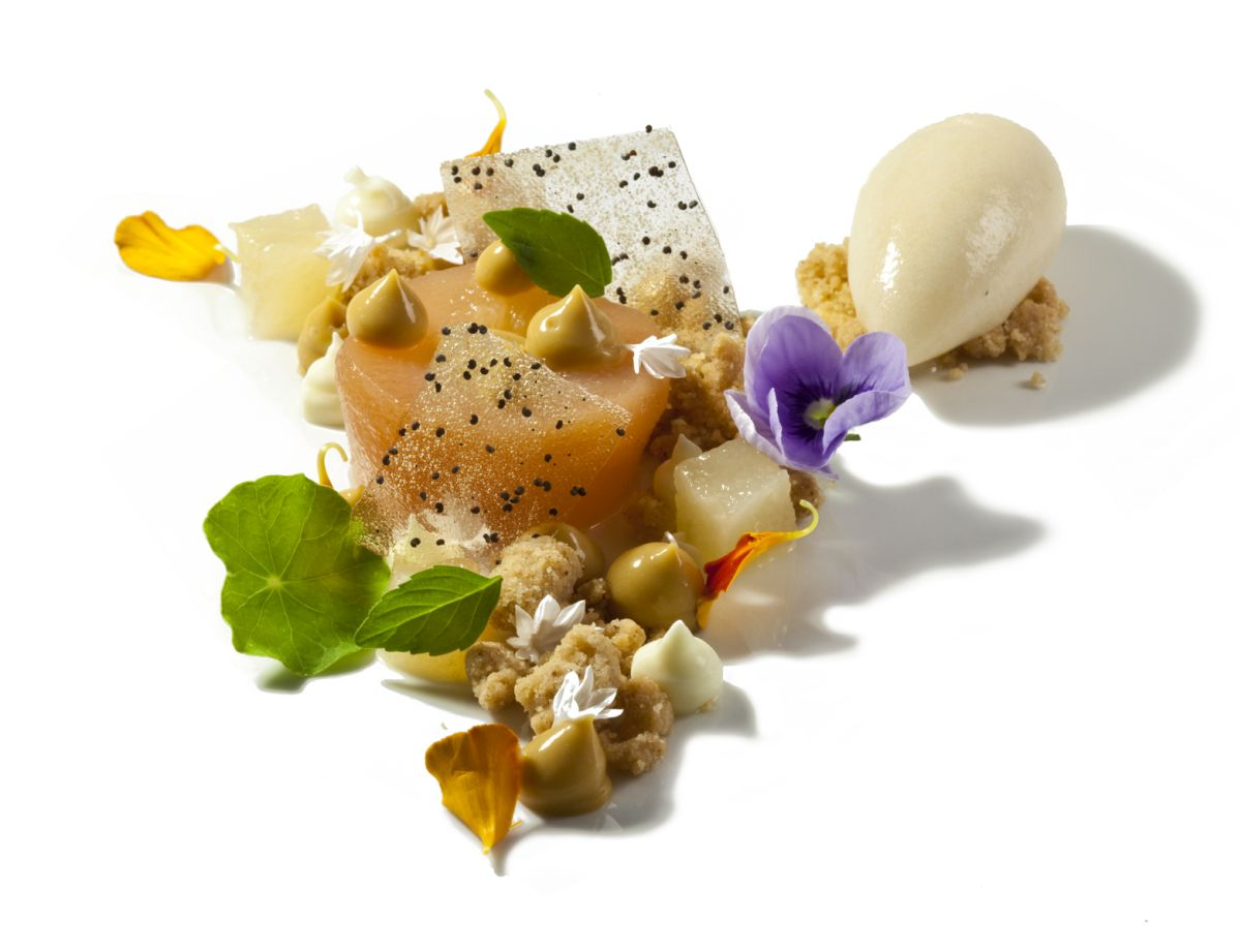 Honey Cremeux wth Poached Pear, Ginger Crumble & Pear Sorbet by Antonio Bachour. Photo by Battman.
