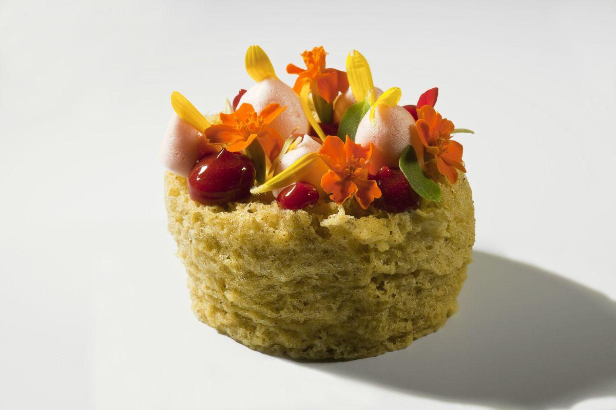 Pistachio Microwave Sponge Cake by Antonio Bachour. Photo by Battman.