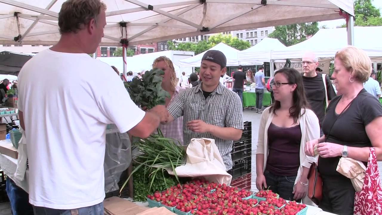 Executive-Chef-Ben-Lee-Tours-the-Green-Market-The-Chefs-Connection