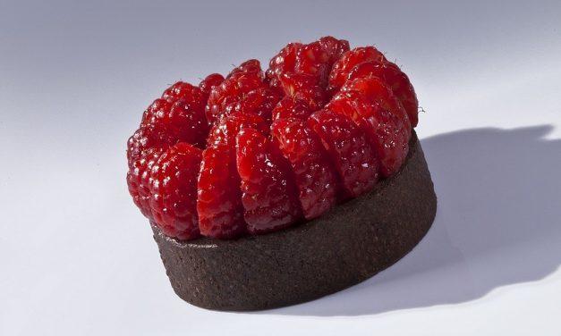 Milk Chocolate Raspberry Tart, Bachour the Baker. Photo by Battman. cookbook